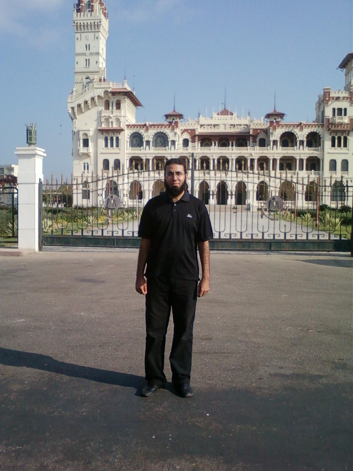 أمام قصر المنتزة