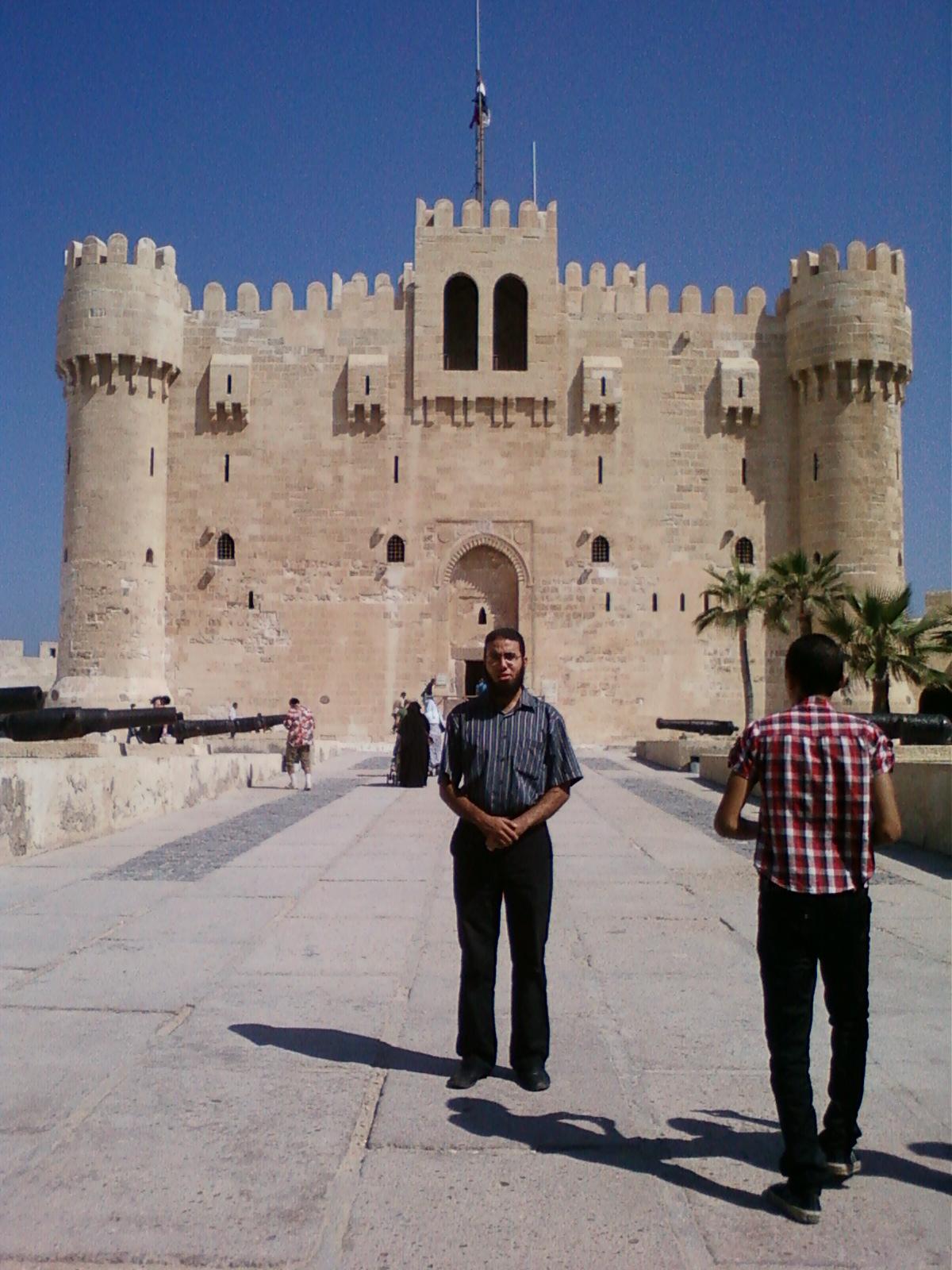 أمام قلعة قايتباي